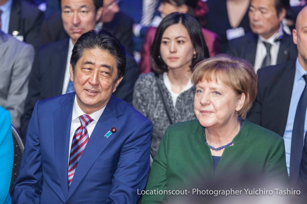 Angela_Merkel_Shinzo_Abe_Cebit2017